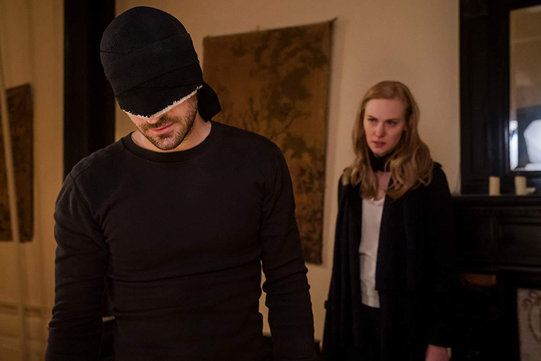 Daredevil: Charlie Cox, Deborah Ann Woll nell'episodio Una vecchia conoscenza