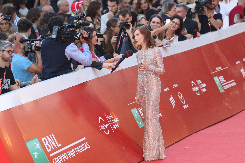 Roma 2018: Isabelle Huppert rilascia interviste sul red carpet