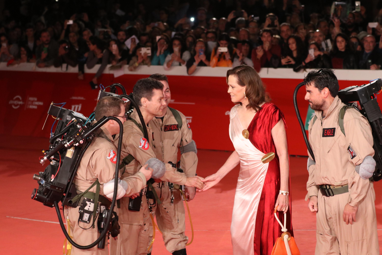 Roma 2018: Sigourney Weaver stringe la mano ai Ghostbusters sul red Carpet