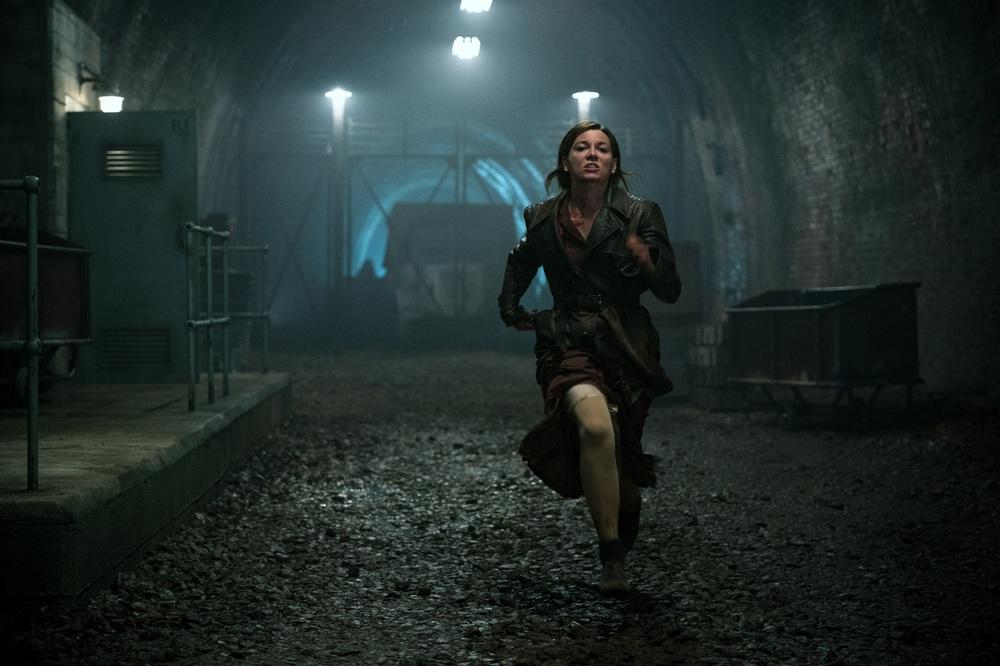 Overlord: Mathilde Ollivier in una scena del film