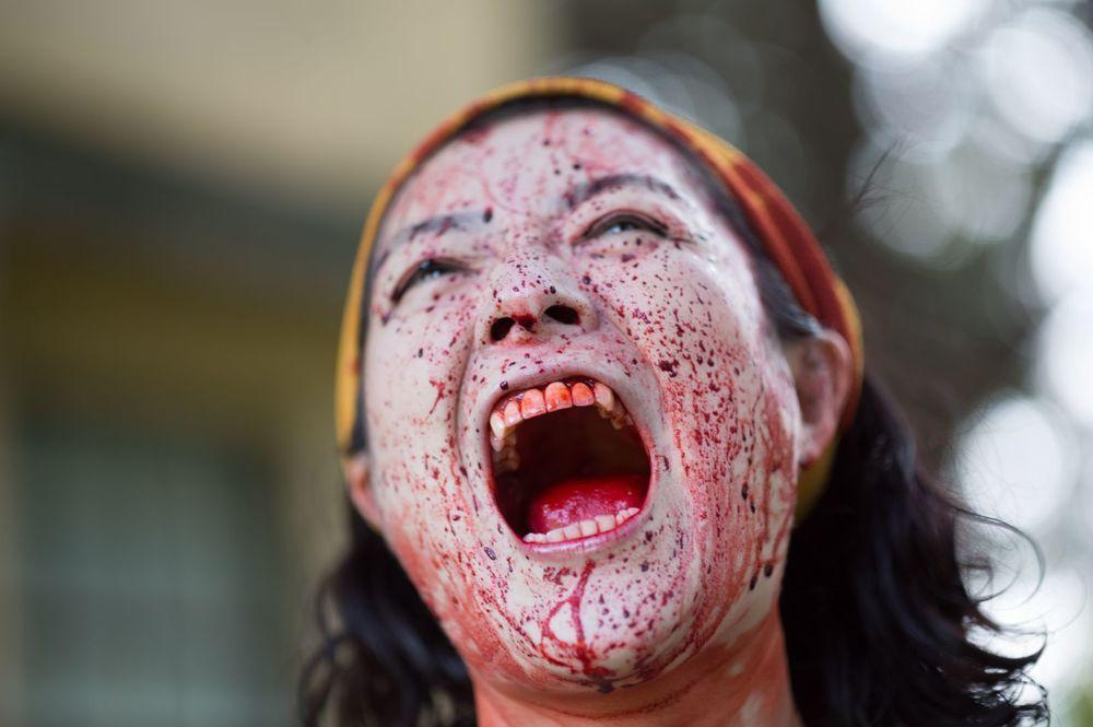Zombie contro zombie: un primo piano del film