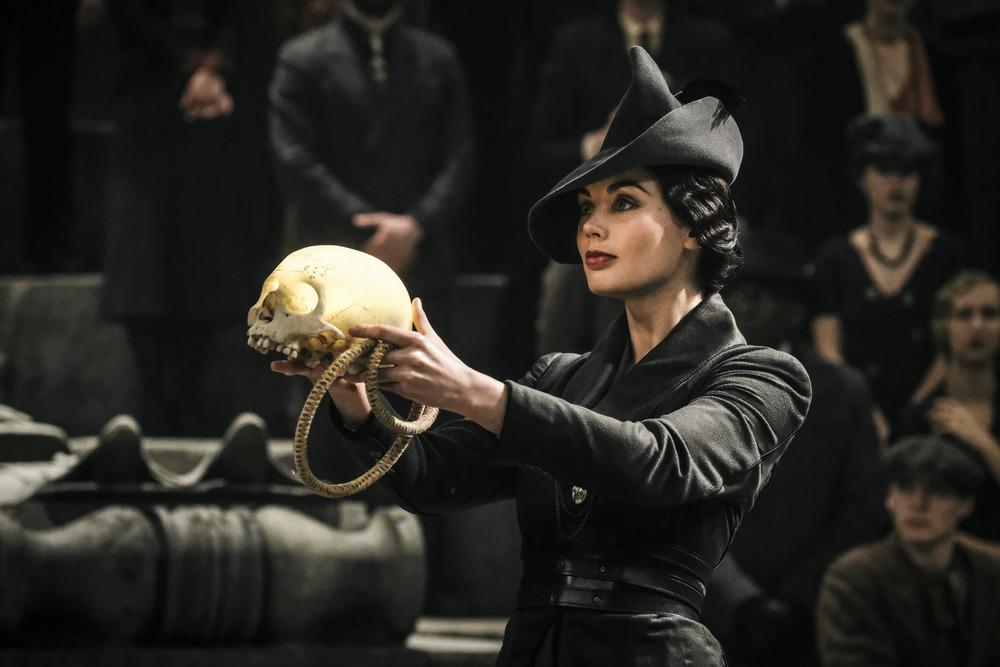 Animali Fantastici: I crimini di Grindelwald, Poppy Corby-Tuech in una scena del film