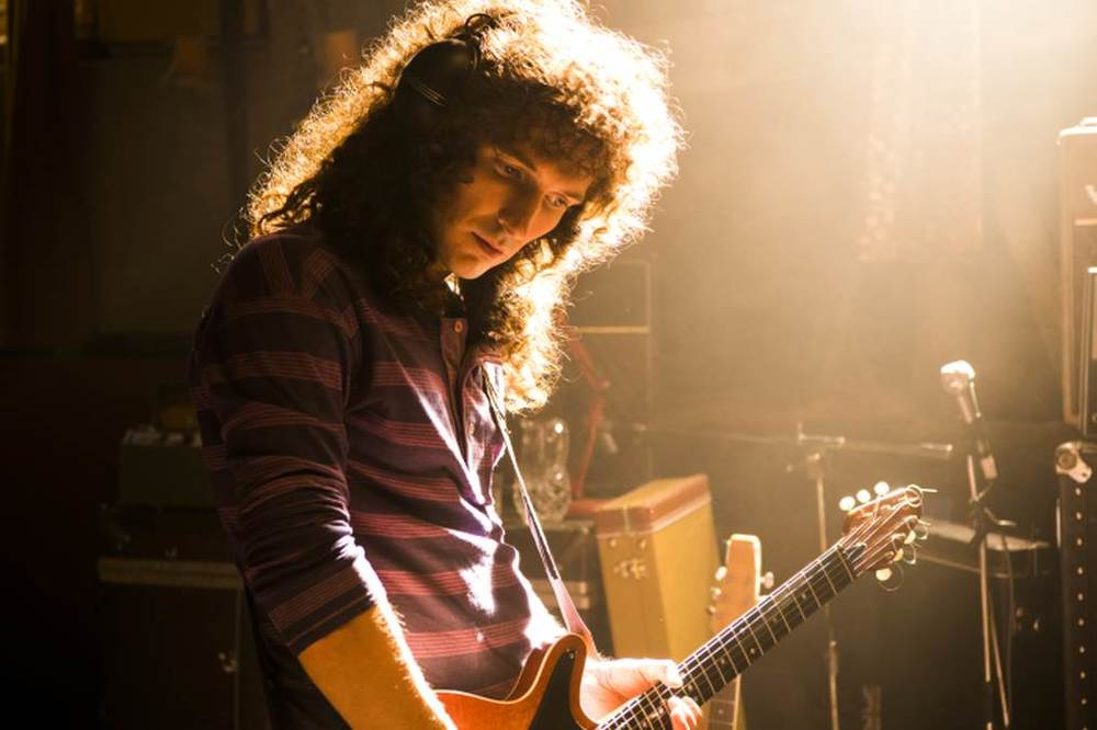 Bohemian Rhapsody: Gwilym Lee in una scena del film