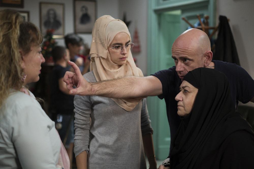 La prima pietra: Kasia Smutniak, Iaia Forte, Serra Yilmaz e il regista Rolando Ravello sul set del film