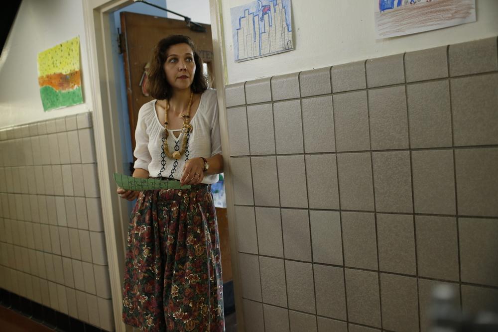 Lontano da qui: Maggie Gyllenhaal in un momento del film