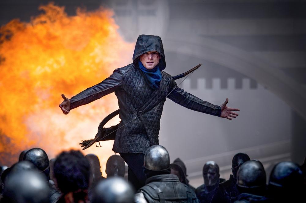Robin Hood - L'origine della leggenda: Taron Egerton in un momento del film