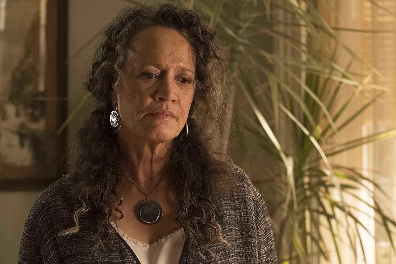Siren: Rena Owen nell'episodio The Lure
