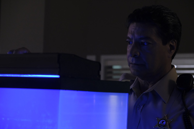Siren: Gil Birmingham nell'episodio Dead in the Water