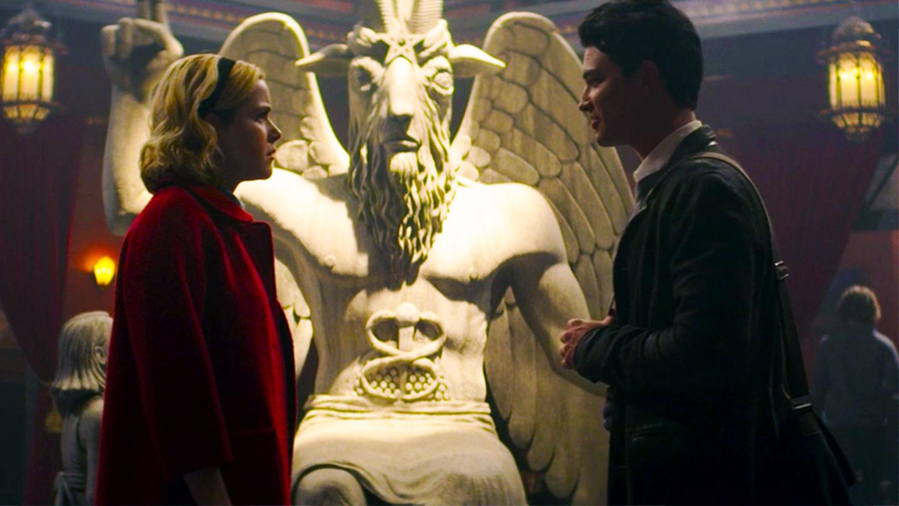 Le terrificanti avventure di Sabrina: una scena con la statua di Baphomet