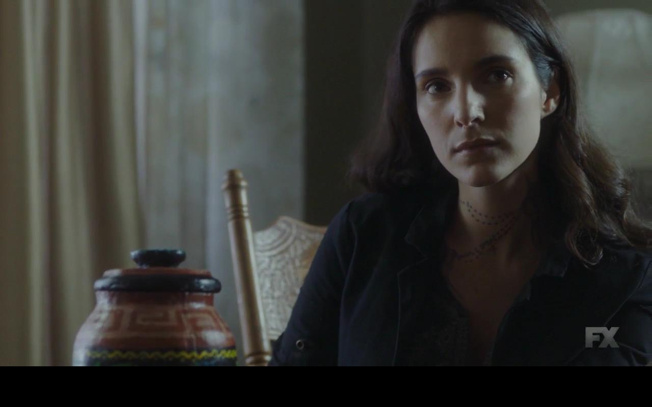 Mayans MC: Carla Baratta nell'episodio Cucaracha/K'uruch