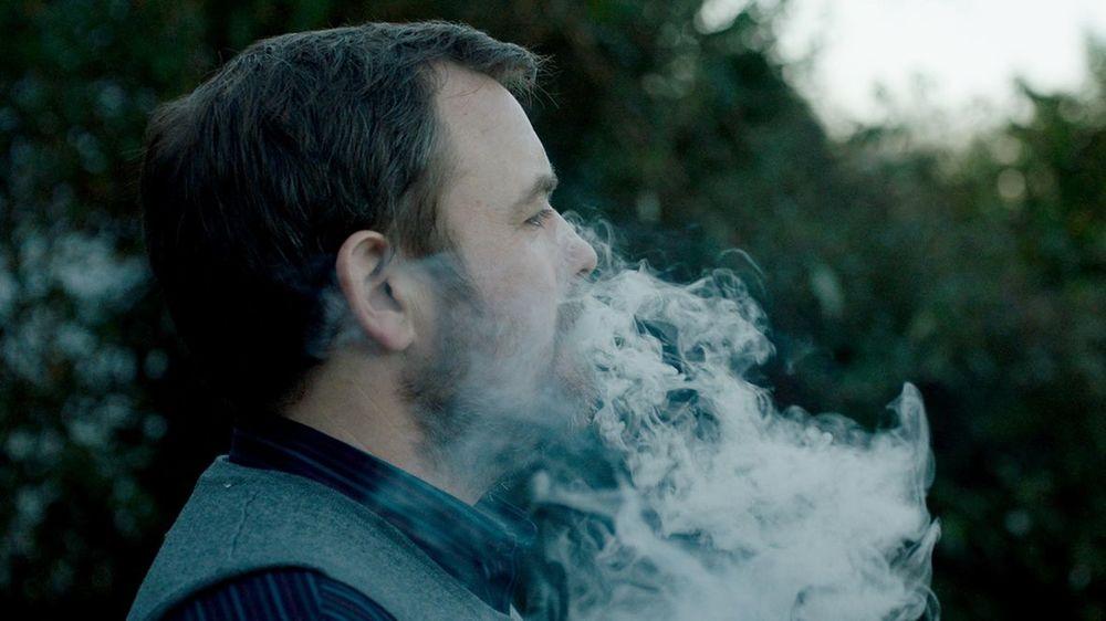 Happy New Year, Colin Burstead: Neil Maskell in una scena del film
