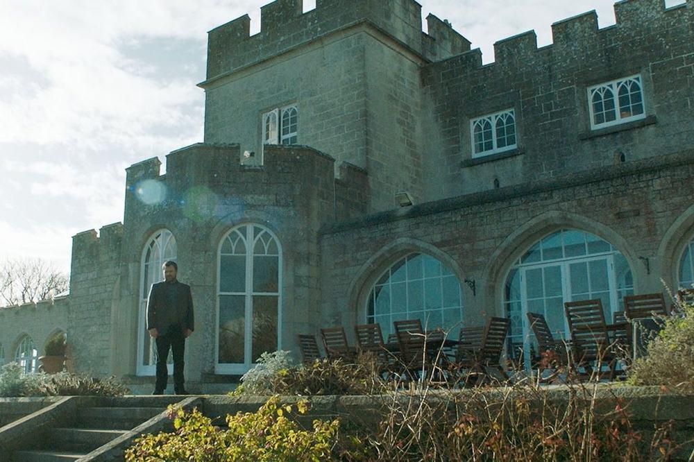 Happy New Year, Colin Burstead: Neil Maskell in un momento del film