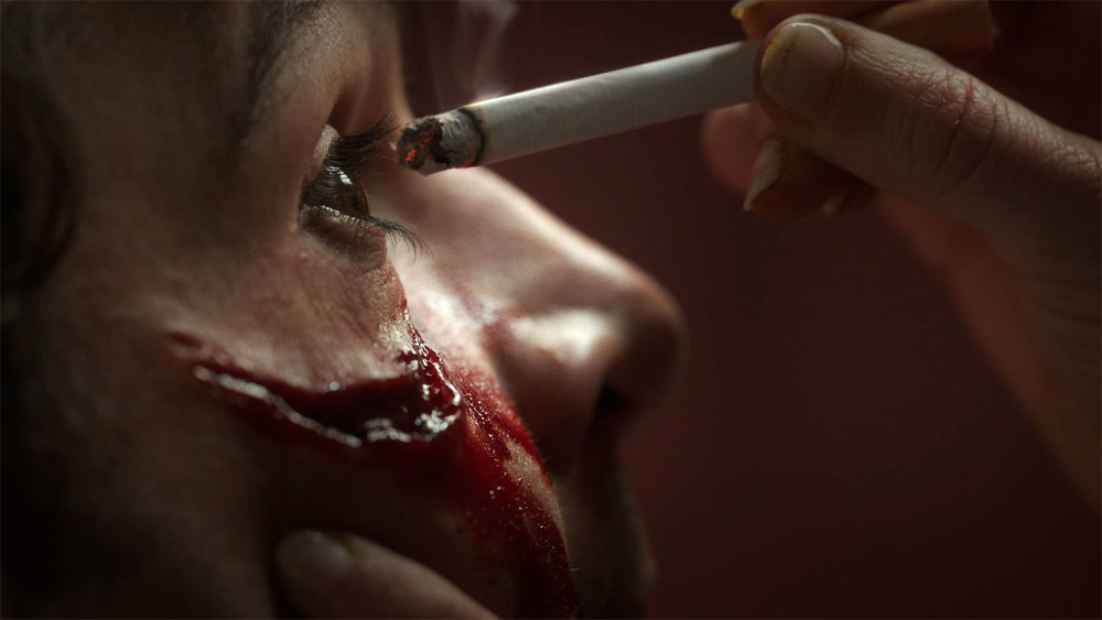Piercing: Christopher Abbott in un'immagine del film