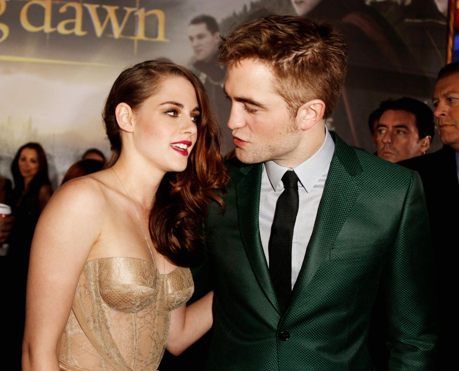 Robert Pattinson con Kristen Stewart