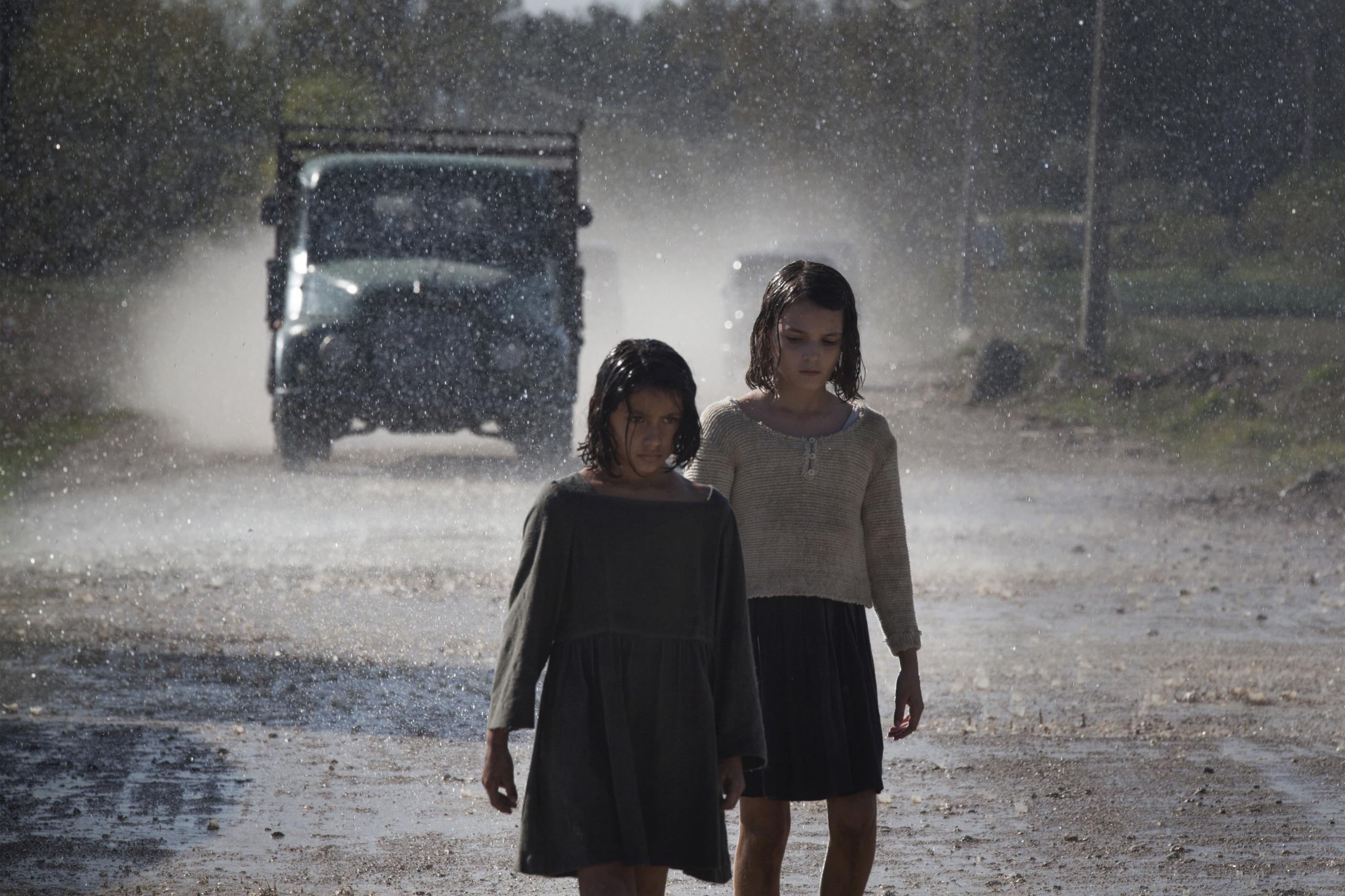 L'amica geniale: una scena con Elisa De Genio insieme a Ludovica Nasti