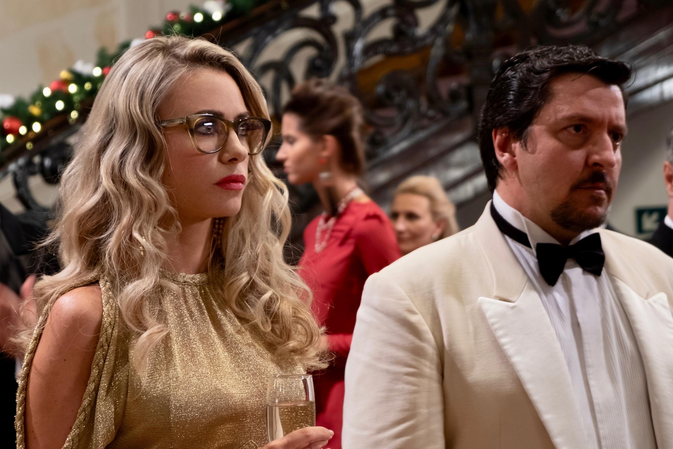 Natale a 5 stelle: una scena con Martina Stella e Ricky Memphis