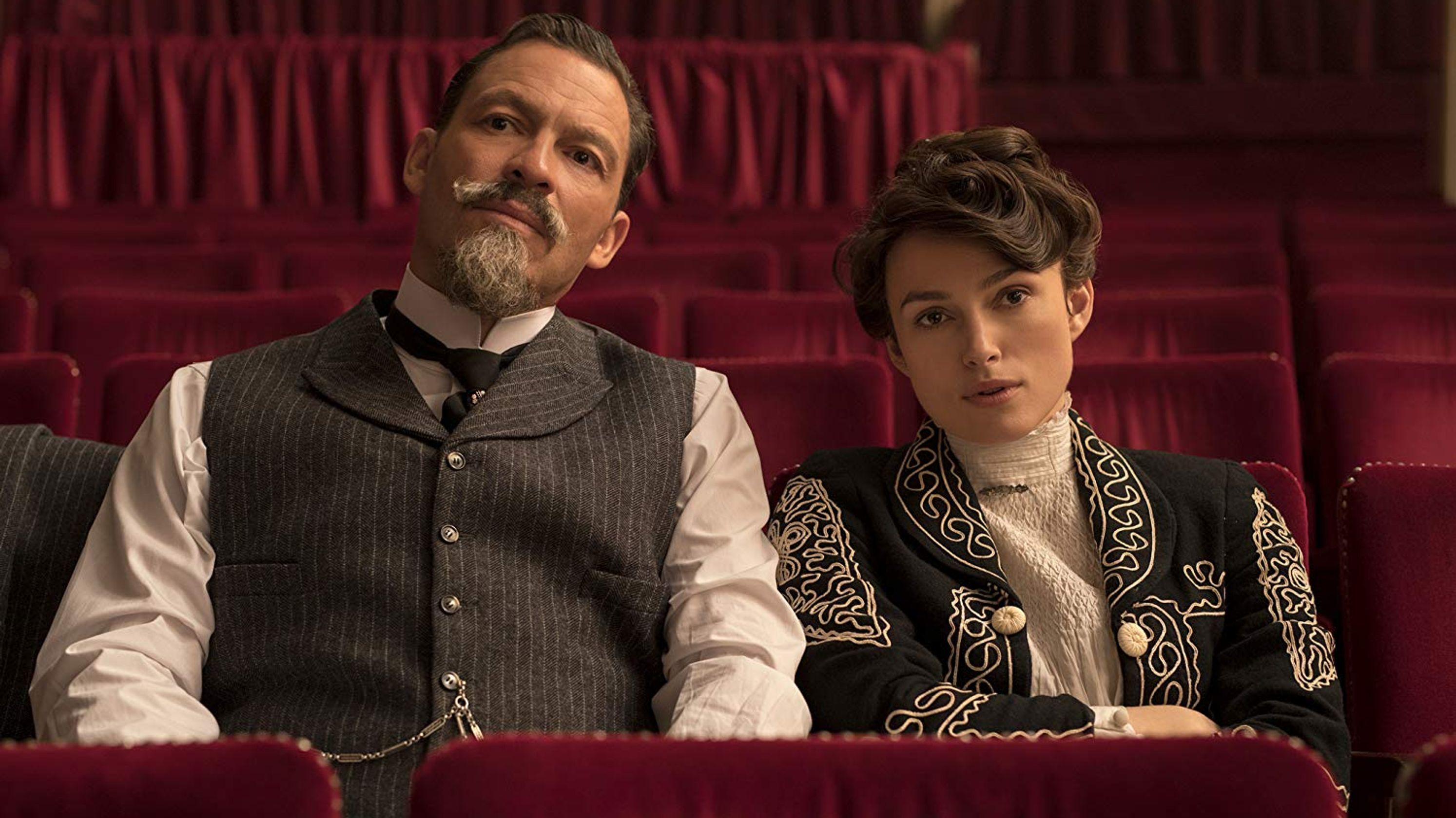 Colette: Keira Knightley insieme a Dominic West in una scena del film