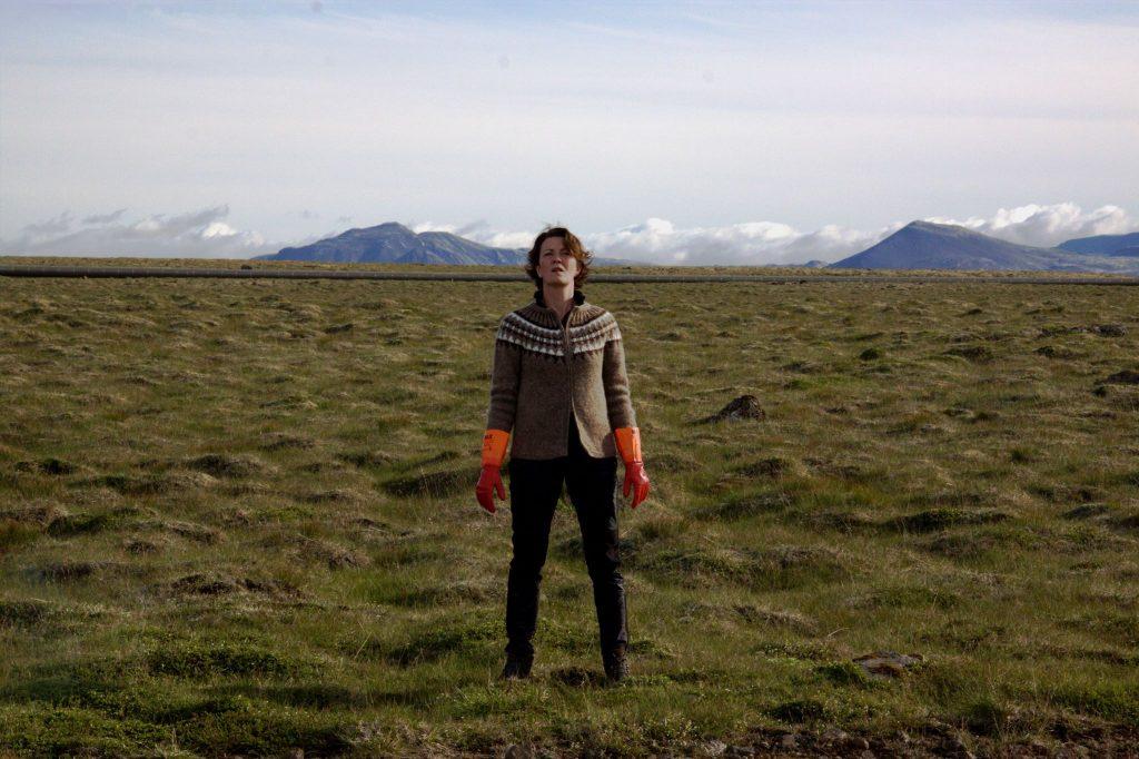 La donna elettrica: Halldóra Geirharðsdóttir durante una scena del film
