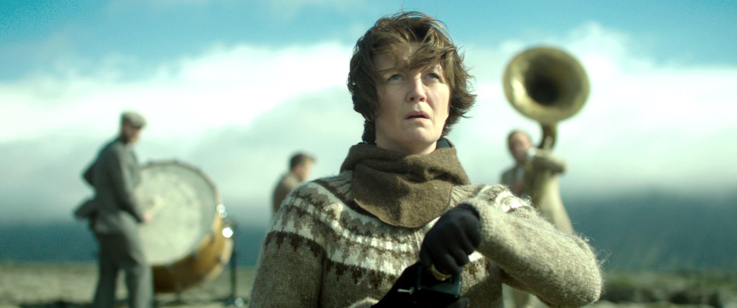 La donna elettrica: una scena del film con Halldóra Geirharðsdóttir