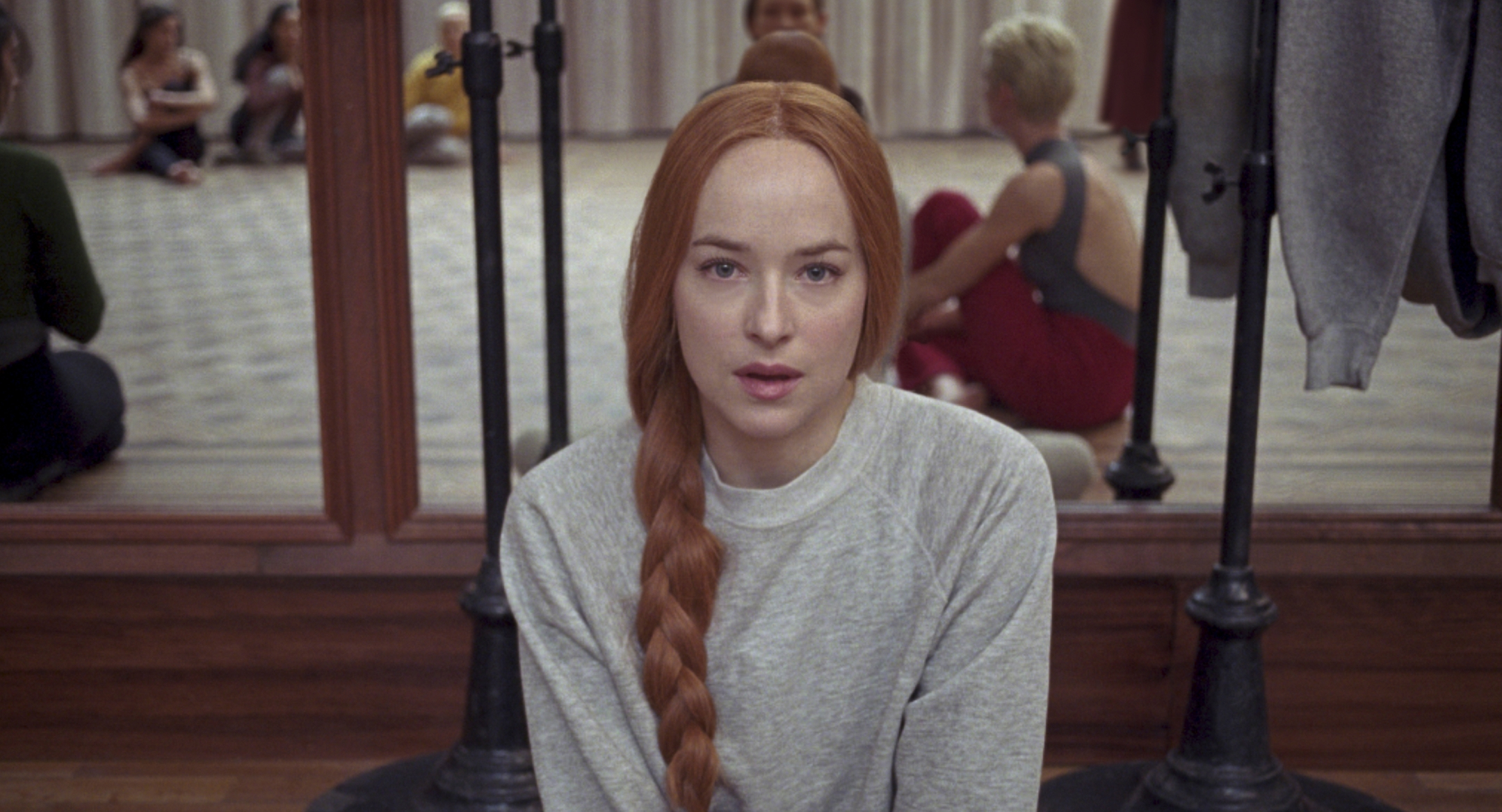 Suspiria: Dakota Johnson in una scena