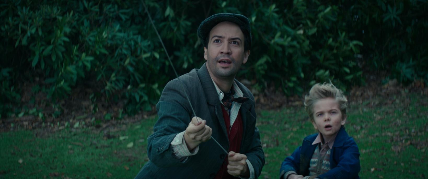 Il Ritorno di Mary Poppins: Lin-Manuel Miranda, Joel Dawson in una scena