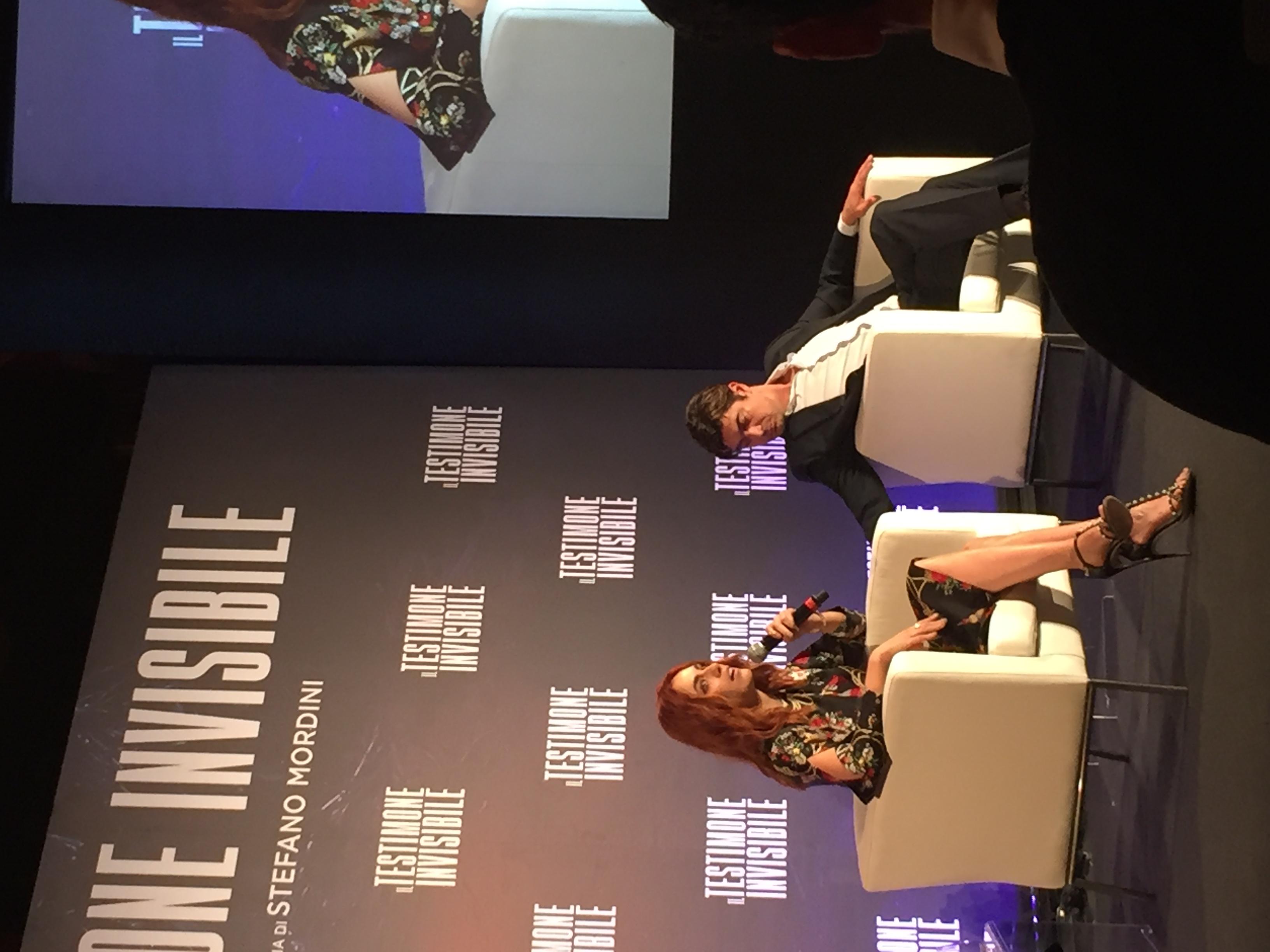 Il testimone invisibie: Miriam Leone e Riccardo Scamarcio alla conferenza stampa romana
