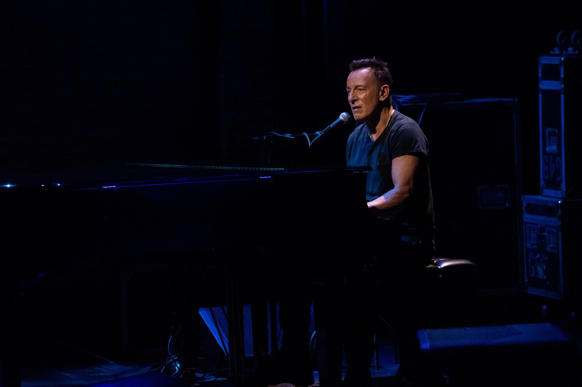 Springsteen on Broadway: Bruce Springsteen in un'immagine della performance