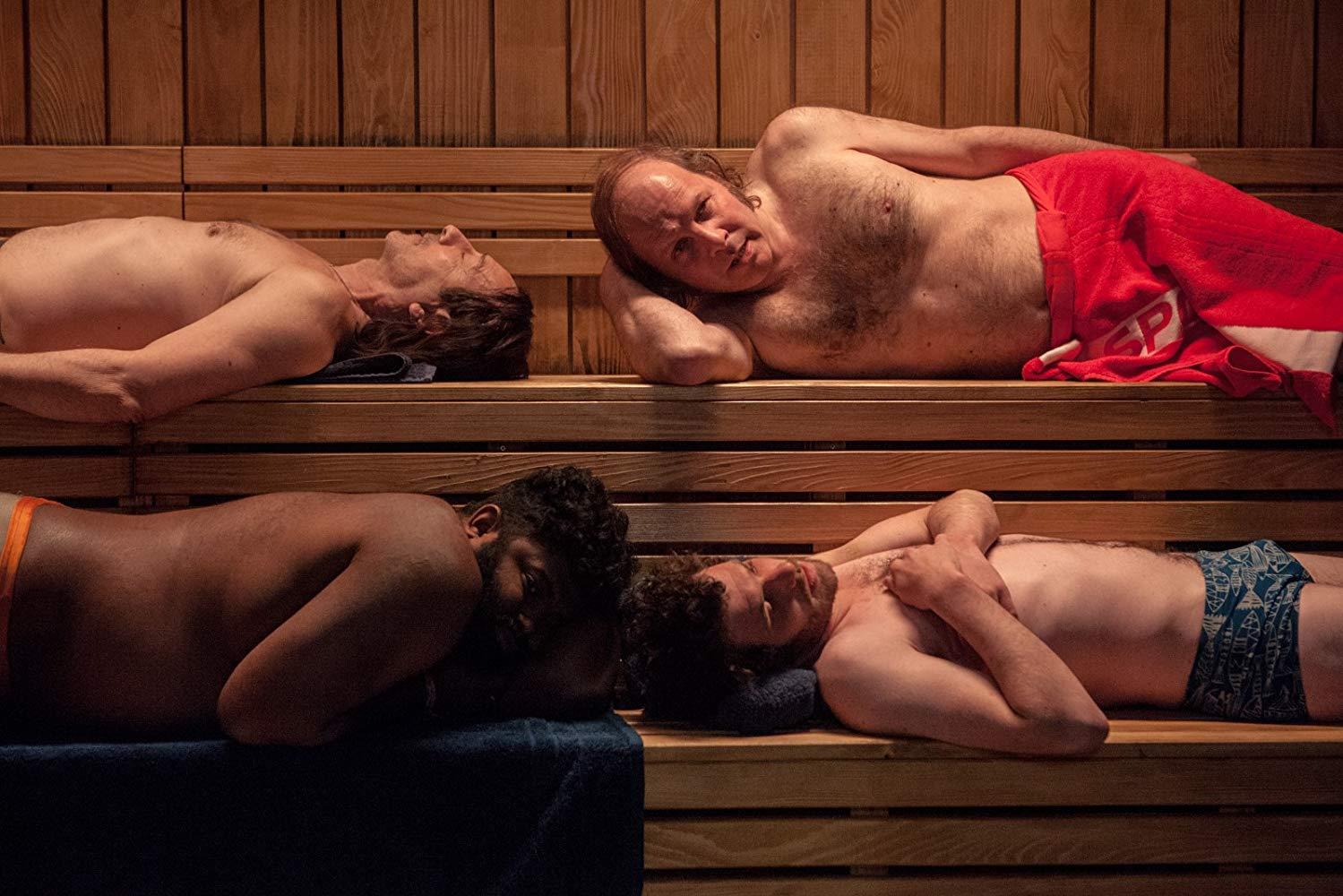 7 Uomini a mollo: Mathieu Amalric, Félix Moati, Philippe Katerine, Balasingham Thamilchelvan in una scena