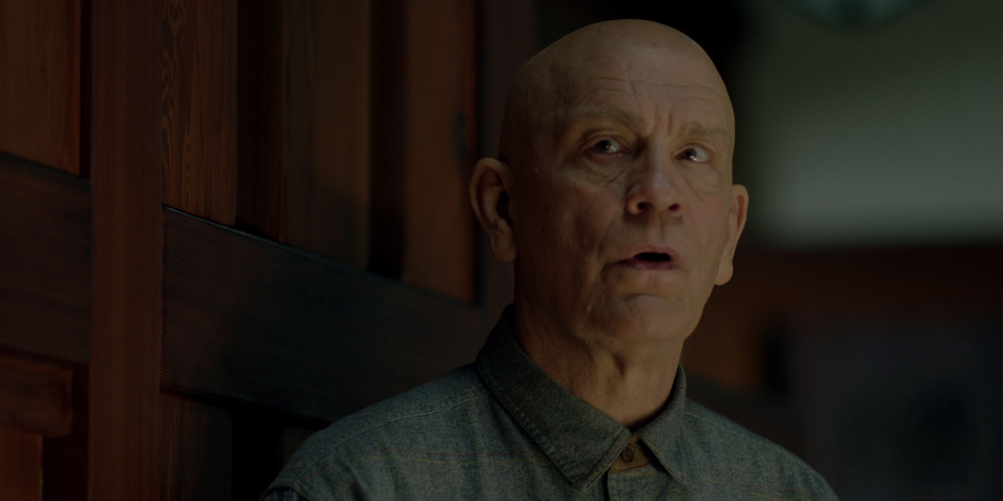 Bird Box: John Malkovich in una scena del film