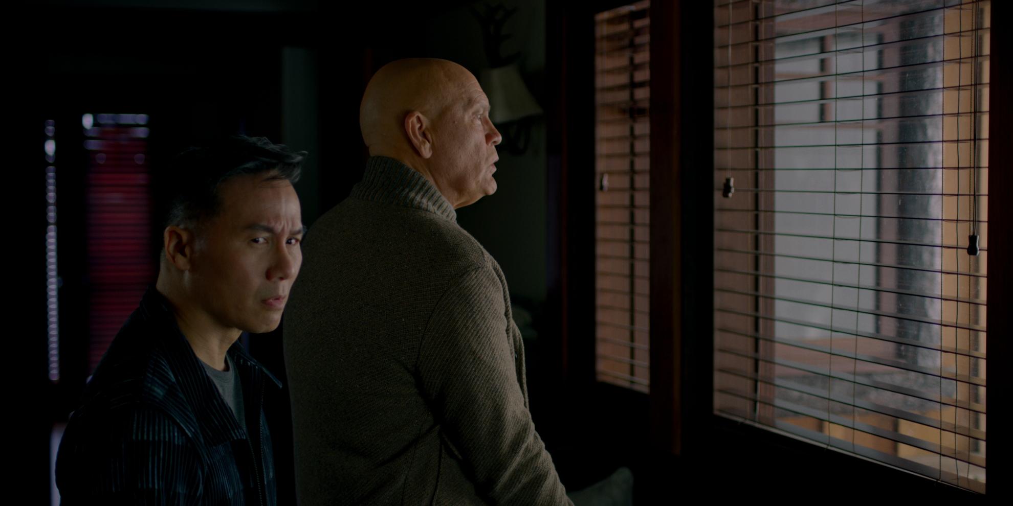 Bird Box: un scena con John Malkovich e BD Wong