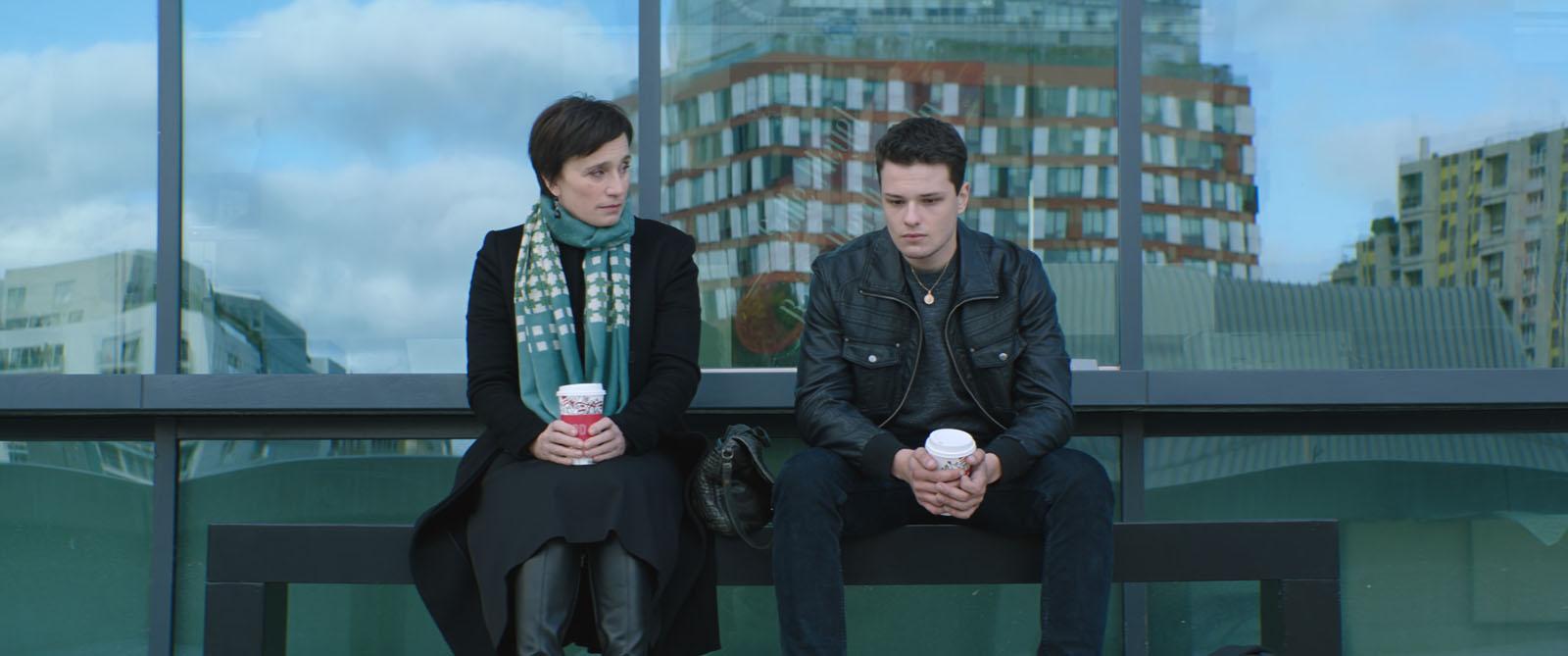 Nelle tue mani: Kristin Scott Thomas e Jules Benchetrit in una scena