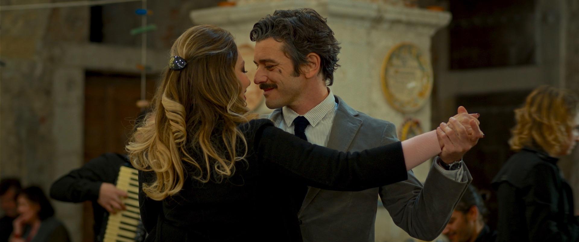 Wine to Love: Ornella Muti e Michele Venitucci in una scena