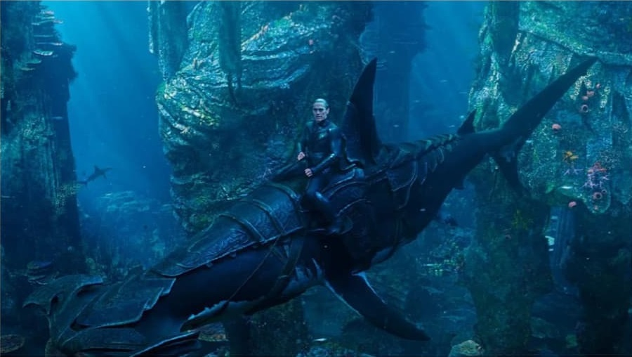 Aquaman: Willem Dafoe in una scena del comic-movie