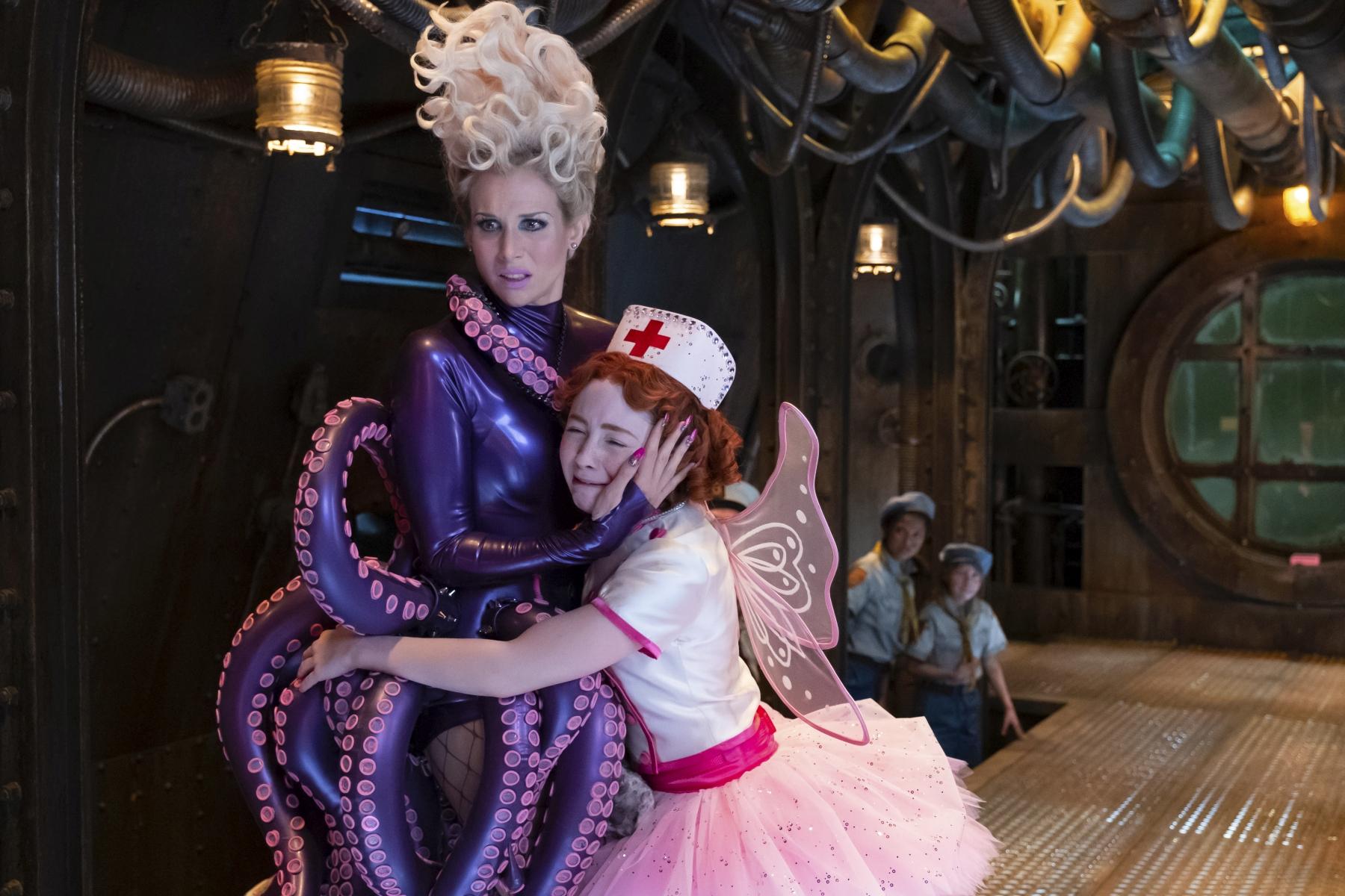 Una serie di sfortunati eventi:Lucy Punch, Kitana Turnbull in una scena della terza stagione