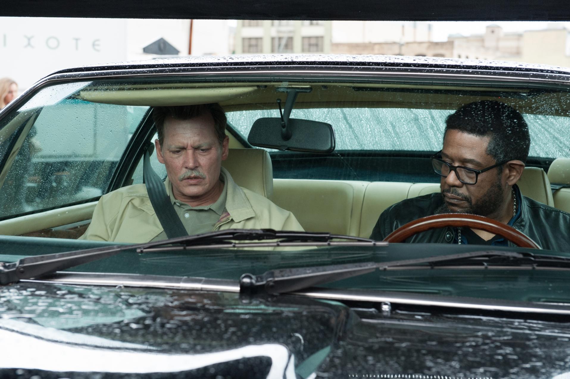 City of Lies - L'ora della verità: Johnny Depp con Forest Whitaker in un momento del film