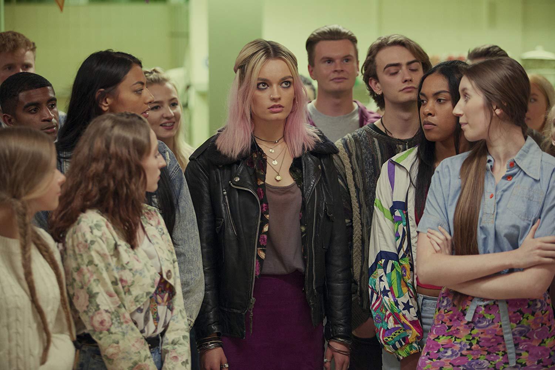 Sex Education: Emma Mackey in una scena della serie