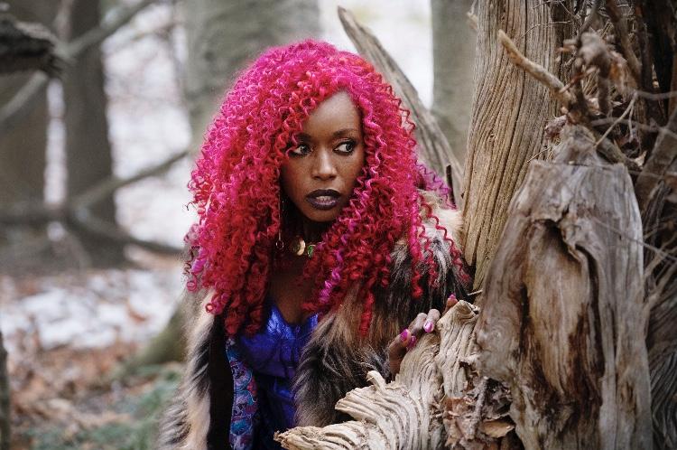 Titans: Anna Diop in una scena