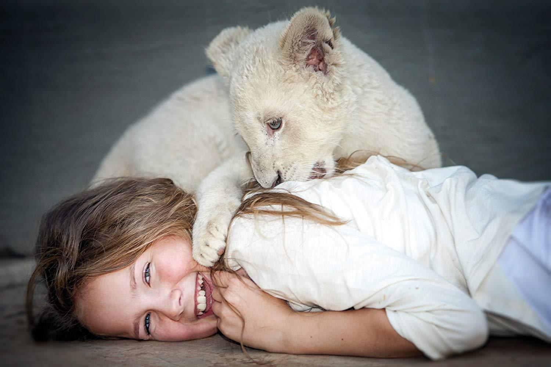 Mia e il leone bianco: Daniah De Villiers in un'immagine promozionale