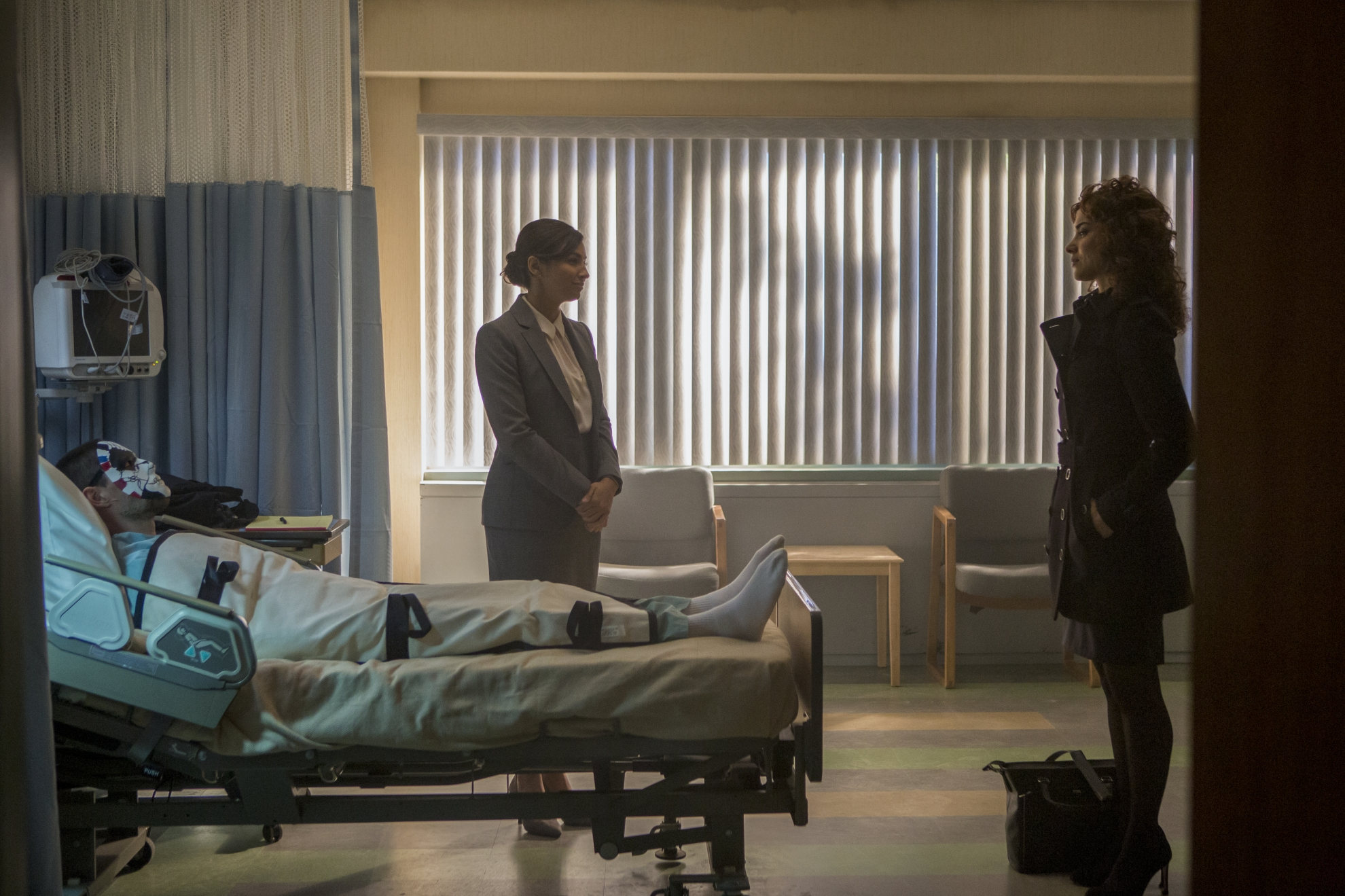 The Punisher: Ben Barnes, Floriana Lima, Amber Rose Revah in una scena