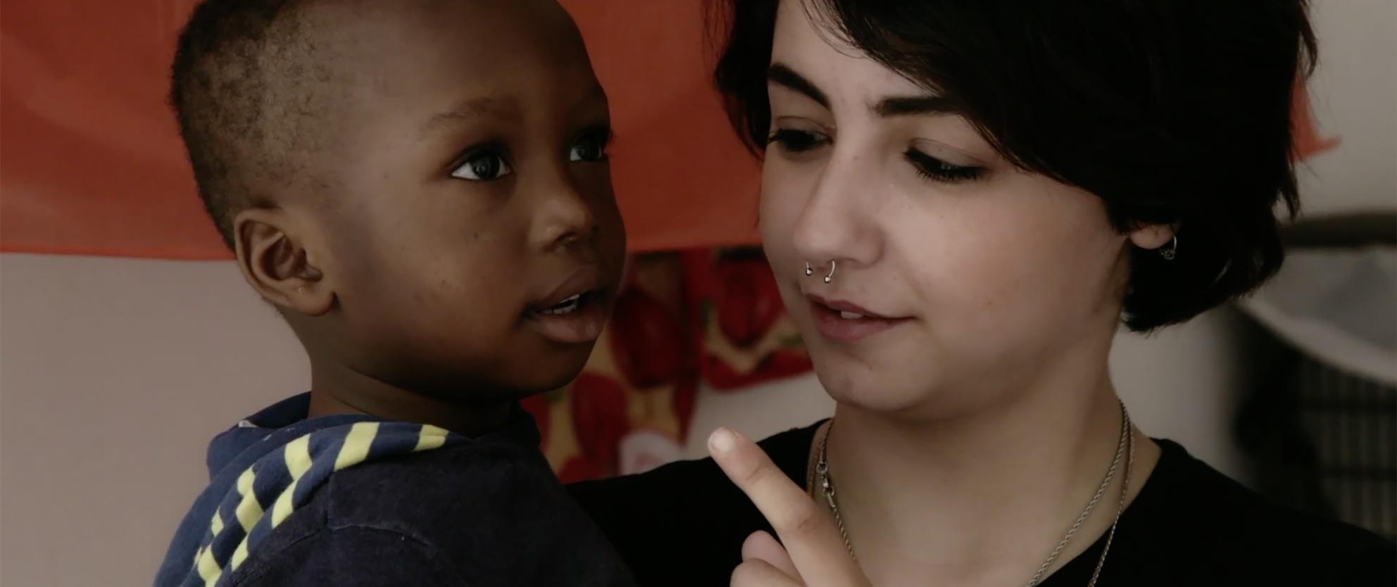 Dove bisogna stare: Jessica Cosenza con una bambino