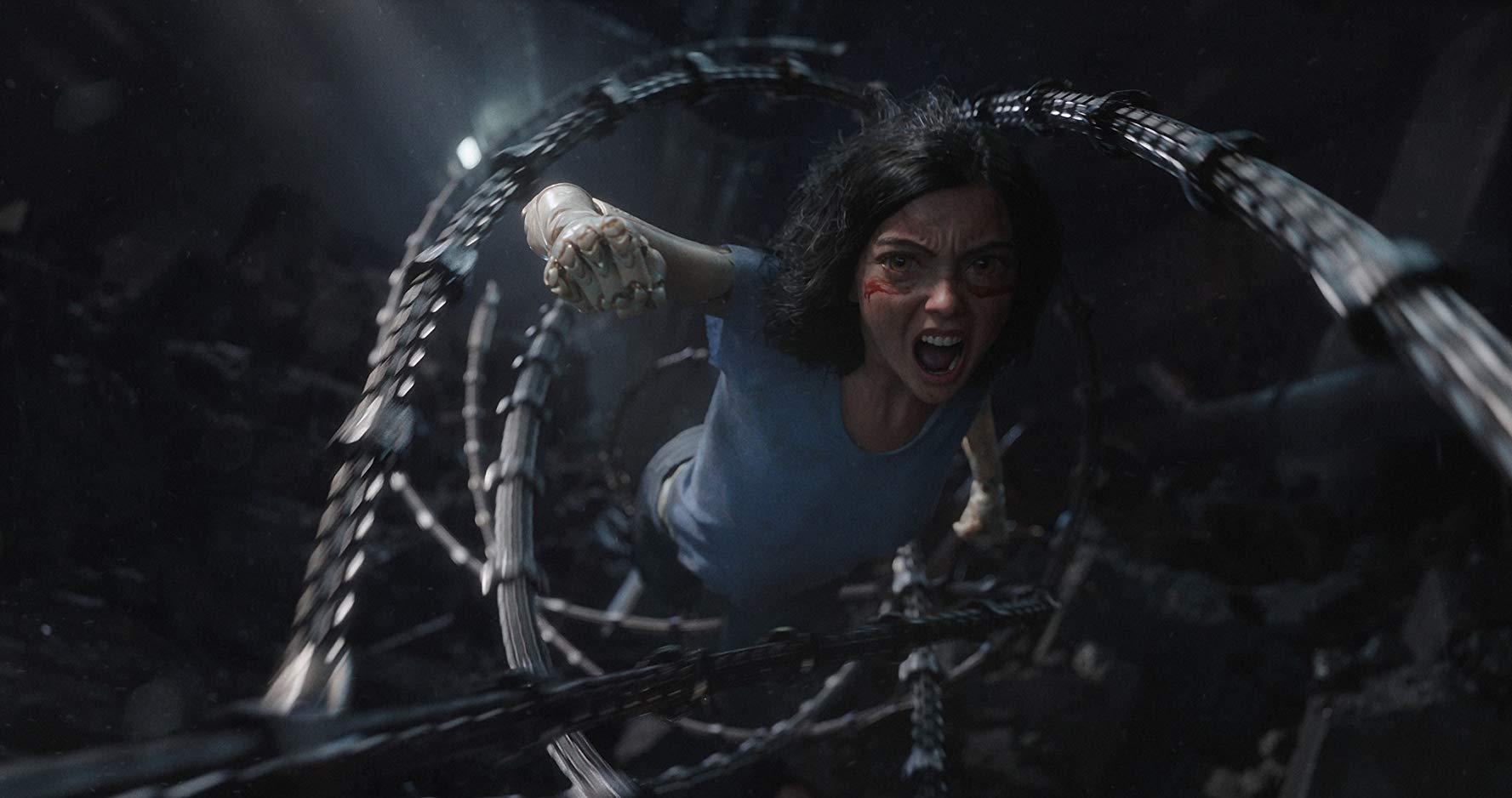 Alita - Angelo della battaglia: Rosa Salazar è Alita, in una scena di lotta