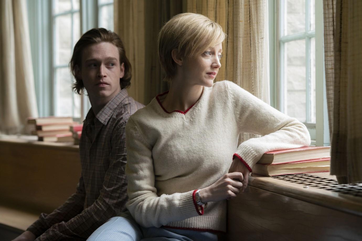 The Kindness of Strangers: Andrea Riseborough, Caleb Landry Jones in una scena