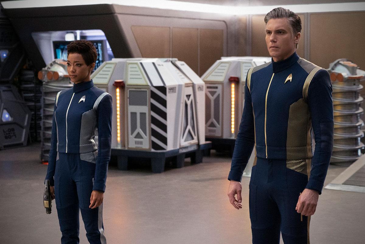 Stark Trek Discovery: Sonequa Martin-Green con Anson Mount in una scena dell'episodio Saints of Imperfection