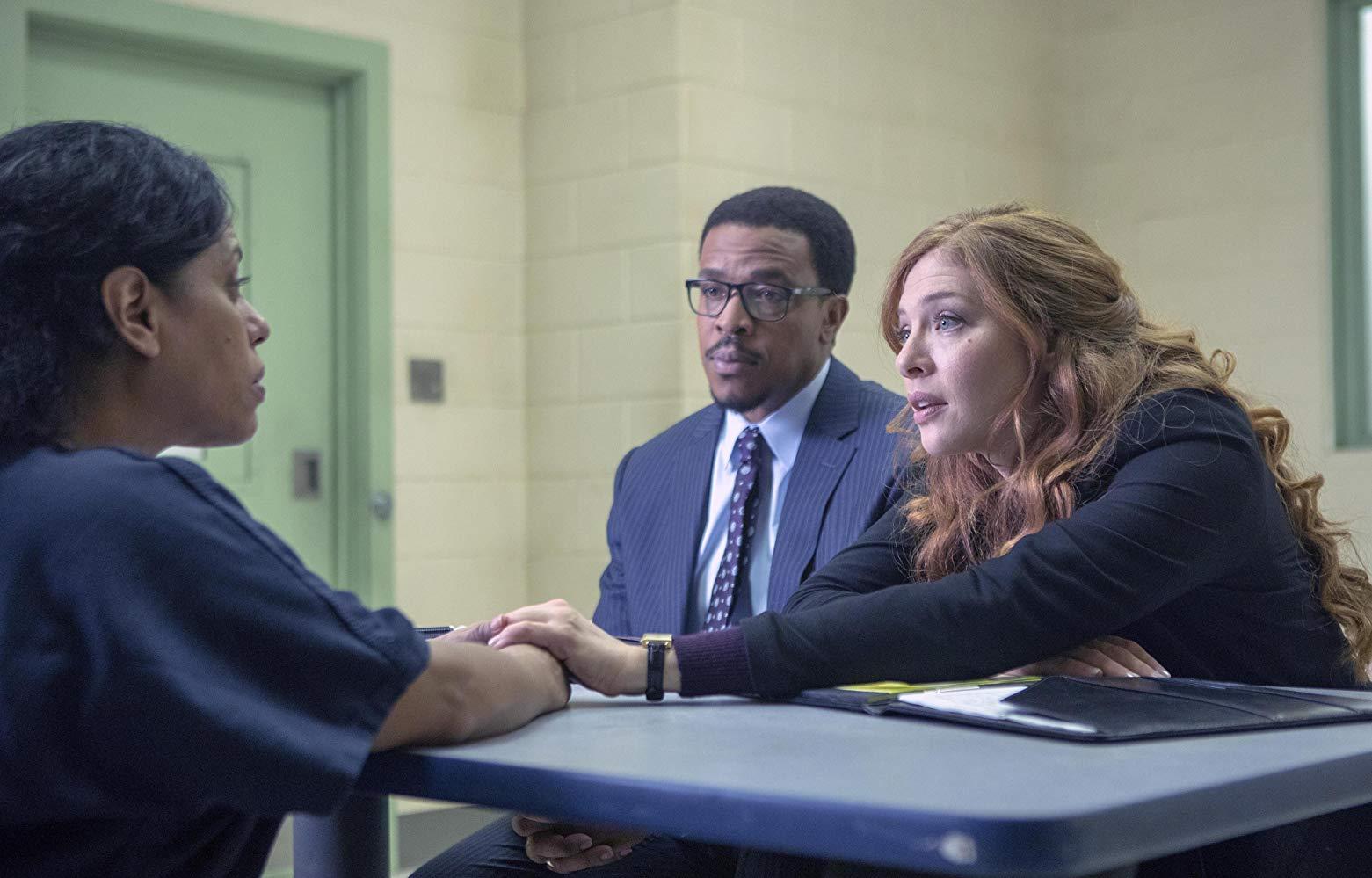 Proven Innocent: Rachelle Lefevre e Russell Hornsby in una scena