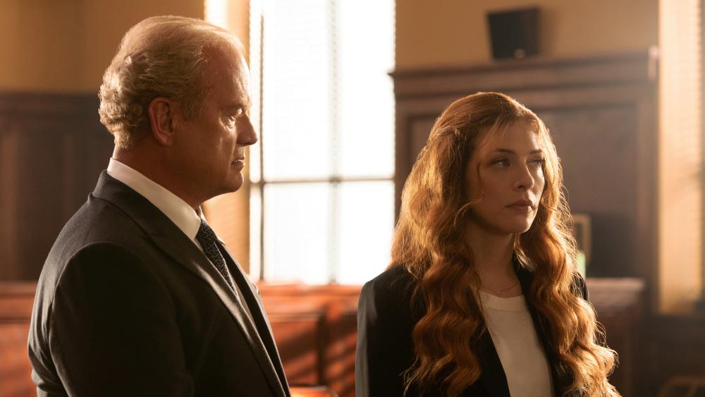Proven Innocent: Rachelle Lefevre e Kelsey Grammer in una scena