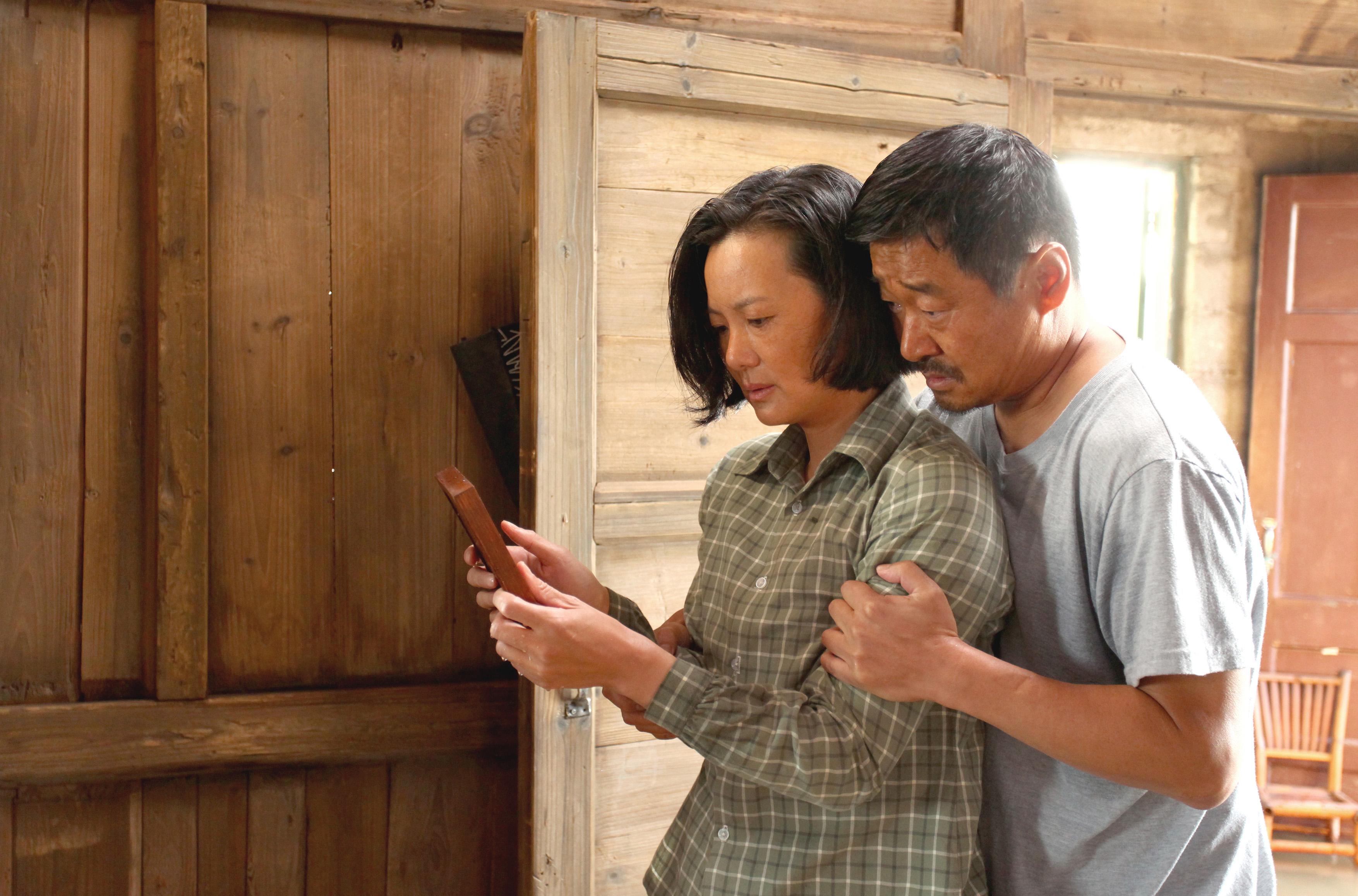 So Long, My Son: Yong Mei e Wang Jingchun in un'immagine del film