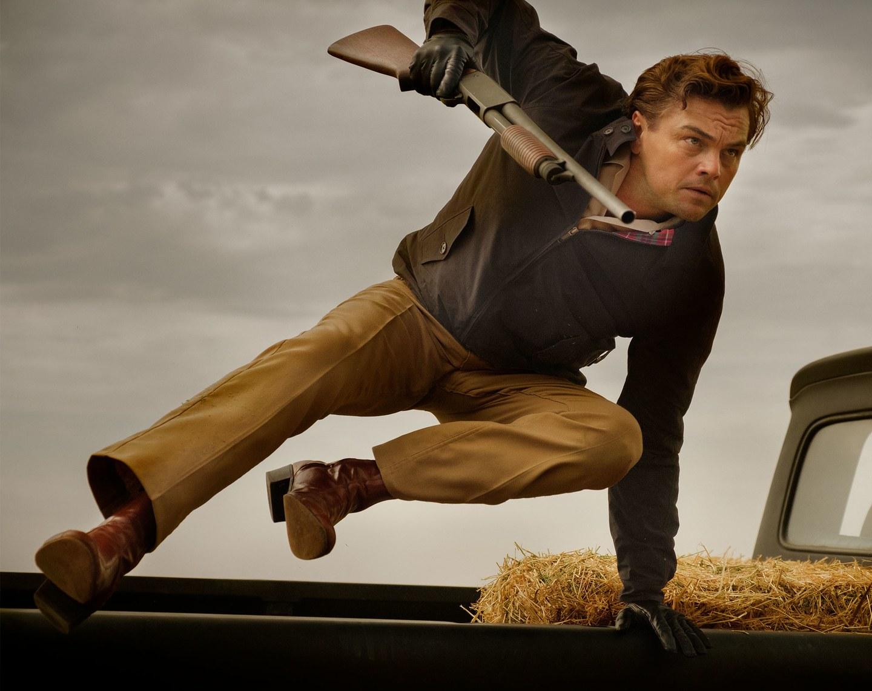 C'era una volta a Hollywood: Leonardo DiCaprio in una scena d'azione