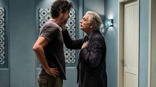 Croce e Delizia: Alessandro Gassman insieme a Fabrizio Bentivoglio in una scena