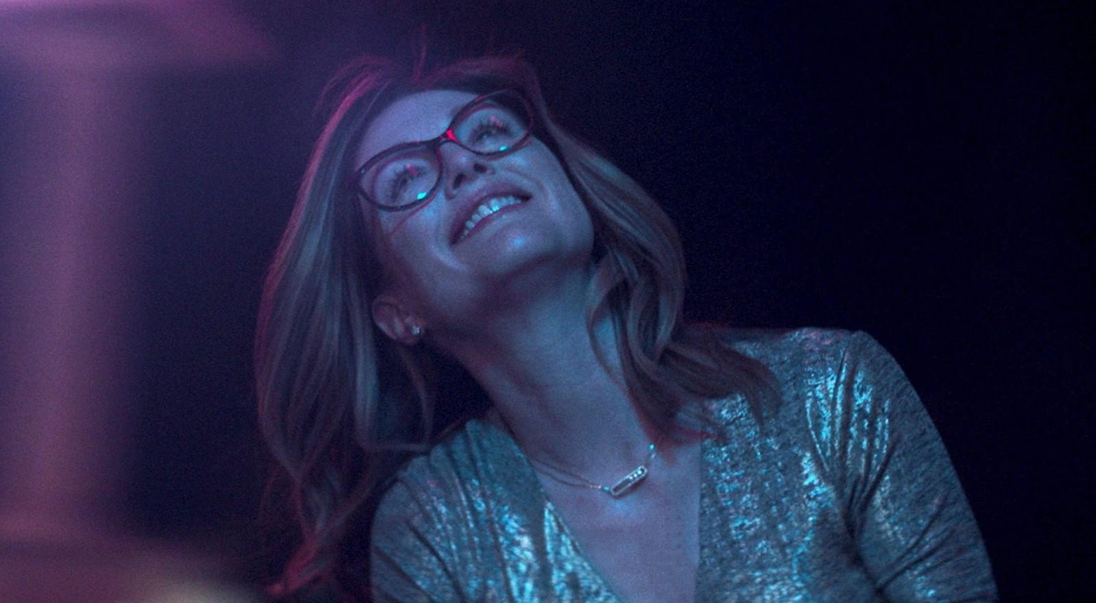 Gloria Bell: una scena del film con Julianne Moore
