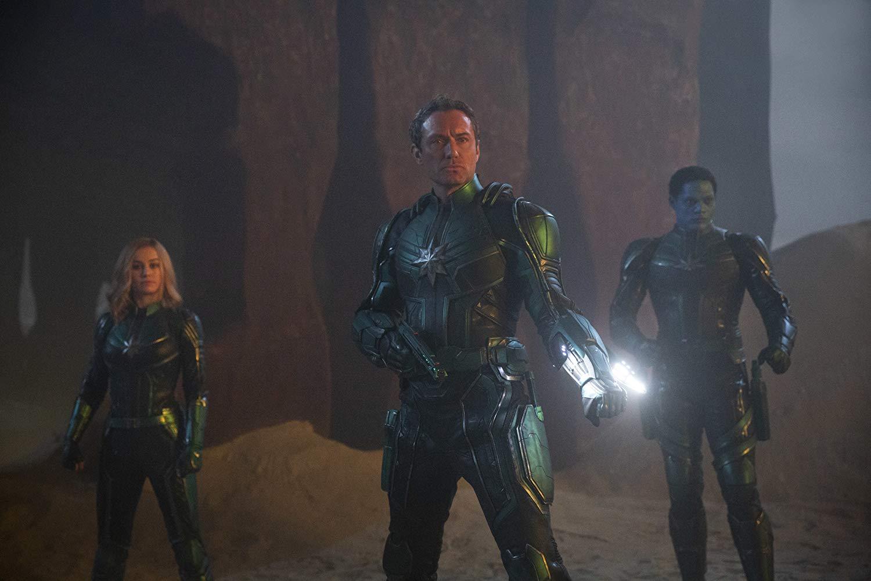 Captain Marvel: Jude Law, Brie Larson, e Algenis Perez Soto in una scena